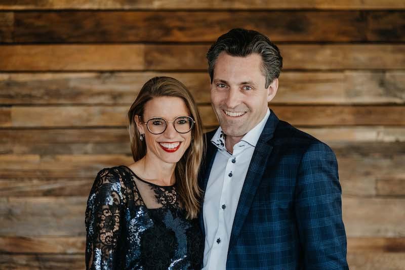Portrait von lächelnden Mann und Frau
